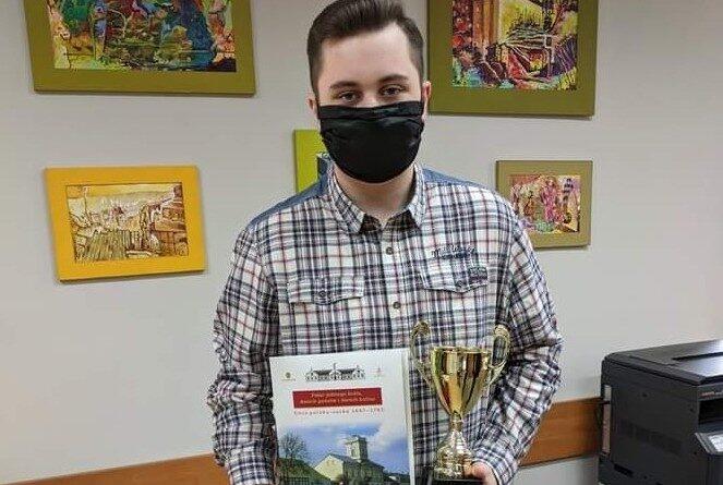 Michał Olesiński z nagrodą za zwycięstwo w Wielkim Teście o Kutnie