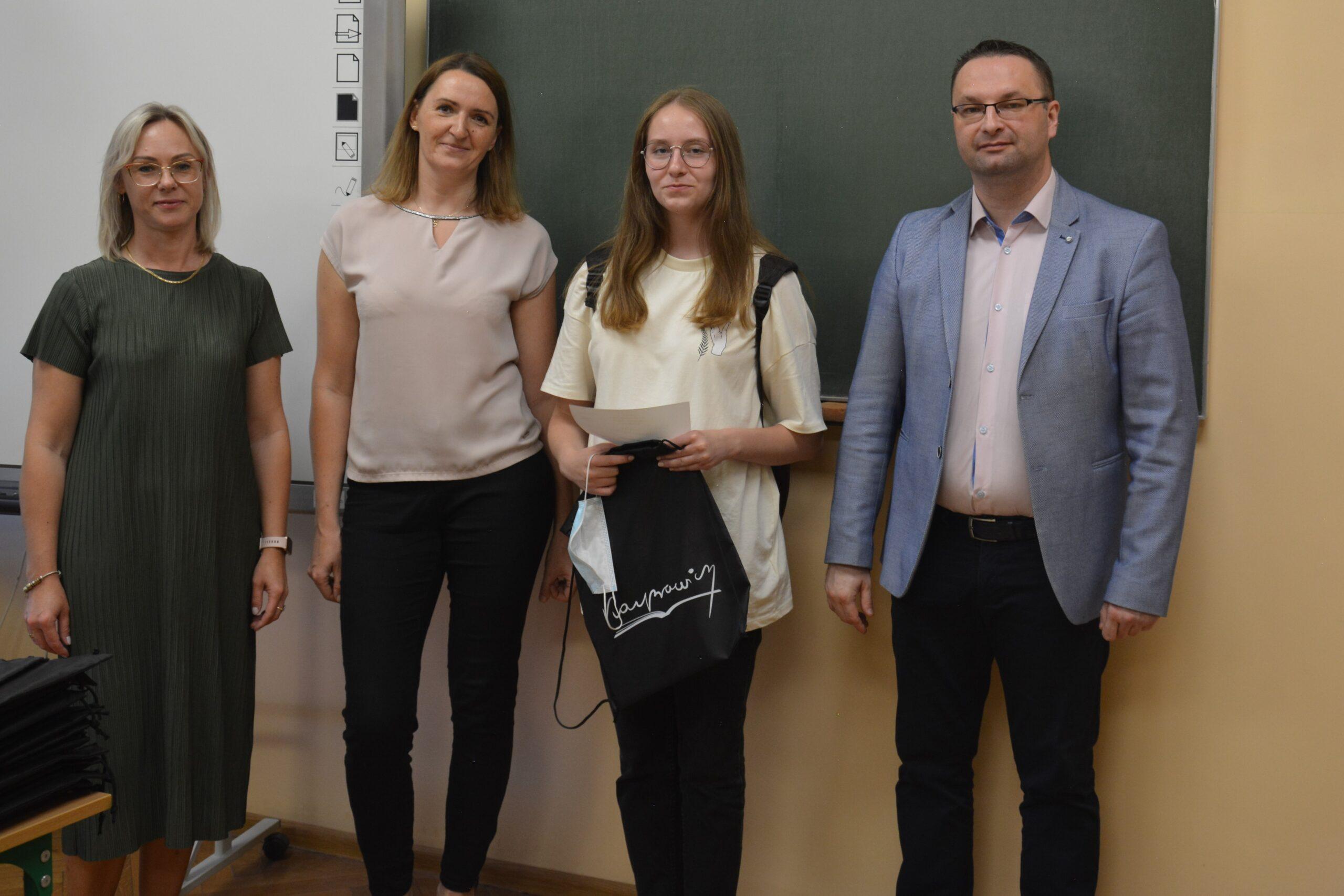 """Podsumowanie projektu """"LABBOX – biologia i chemia doświadczalna w Kasprowiczu"""""""